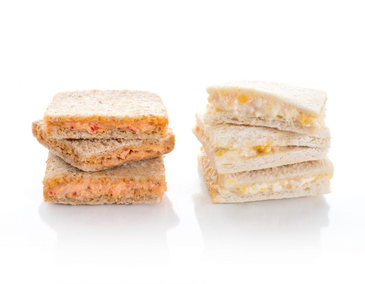 Sandwichitos de huevo y bacon. Canapés fríos a domicilio Madrid