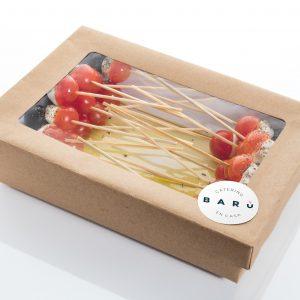 Caja de brochetas de cherry. Canapés fríos a domicilio Madrid