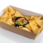Bandeja de nachos con guacamole. Canapés fríos. Aperitivos a domicilio Madrid