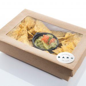 Caja de nachos con guacamole. Canapés fríos. Aperitivos a domicilio Madrid