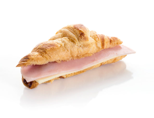 Croissants rellenos de jamón y Queso. Canapés fríos a domicilio Madrid